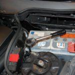 メルセデスベンツCクラス(W203)のメモリ保持状態でのバッテリー交換方法